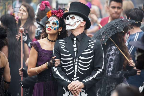 SPECTRE, from left: Stephanie Sigman, Daniel Craig, Day of the Dead, Mexico City, Mexico, 2015. ph: Jonathan Olley/©Columbia Pictures/Courtesy Everett Collection