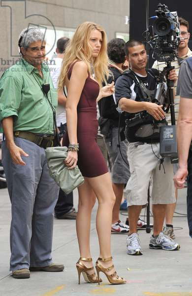Blake Lively (wearing a Herve Leger dress and carrying a Prada clutch) on location for GOSSIP GIRL Season Three Shooting in Manhattan, Sotheby's, New York, NY July 22, 2009. Photo By: Kristin Callahan/Everett Collection