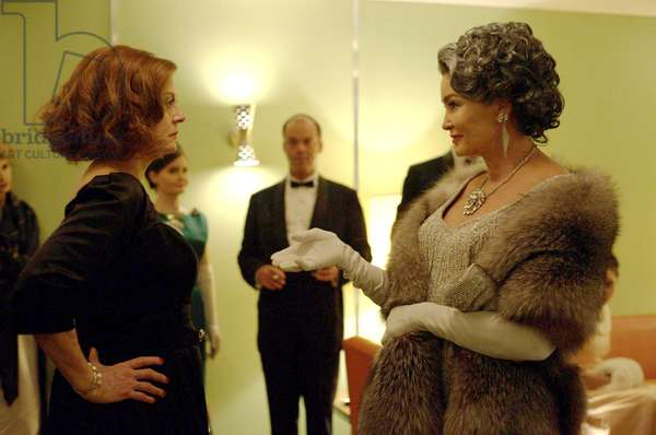 FEUD: BETTE AND JOAN, from left): Susan Sarandon (as Bette Davis), Jessica Lange (as Joan Crawford), 'Pilot', (Season 1, ep. 101, aired March 5, 2017). photo: Suzanne Tenner / ©FX / Courtesy: Everett Collection