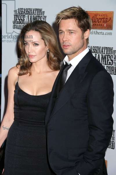 Angelina Jolie, Brad Pitt at arrivals for THE ASSASSINATION OF JESSE JAMES BY THE COWARD ROBERT FORD Premiere, Ziegfeld Theatre, New York, NY, September 18, 2007. Photo by: Rob Rich/Everett Collection