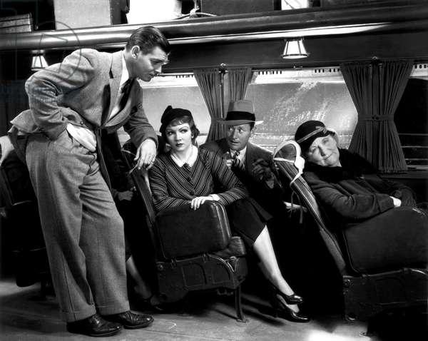 IT HAPPENED ONE NIGHT, Clark Gable, Claudette Colbert, Roscoe Karns, 1934