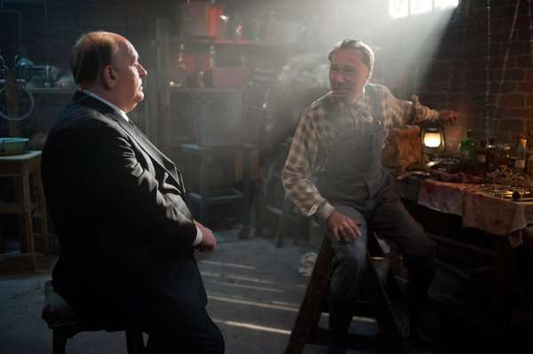 HITCHCOCK, from left: Anthony Hopkins, as Alfred Hitchcock, Michael Wincott, as Ed Gein, 2012. ph: Suzanne Tenner/TM and ©Fox Searchlight Pictures. All rights reserved./Courtesy Everett Collection