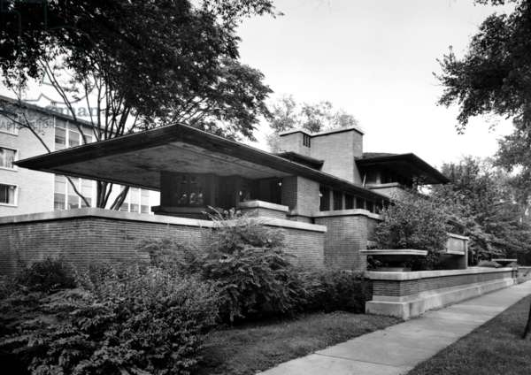 Robie House, in Chicago, 1910 (b/w photo)