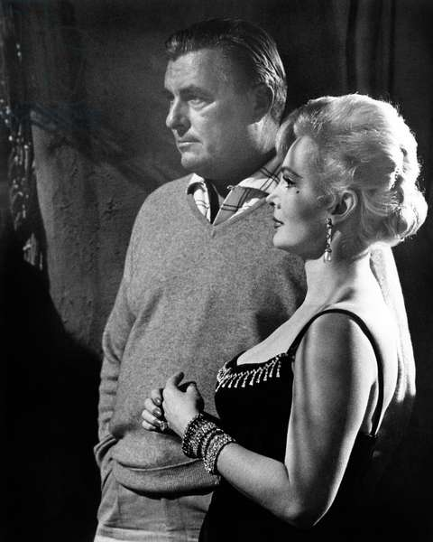 La Soif du mal: TOUCH OF EVIL, Zsa Zsa Gabor with cameraman Russell Metty between scenes, 1958