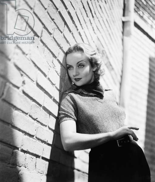 Carole Lombard: HANDS ACROSS THE TABLE, Carole Lombard, on the Paramount lot between takes, September 1935