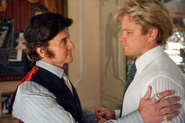 Ma Vie avec Liberace: BEHIND THE CANDELABRA, from left: Michael Douglas as Liberace, Matt Damon, 2013. ph: Claudette Barius/©HBO Films/courtesy Everett Collection
