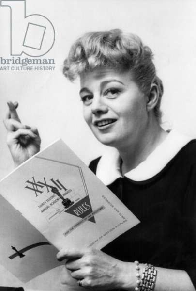 Shelley Winters looks over rule booklet for 32nd Annual Academy Awards, 1960