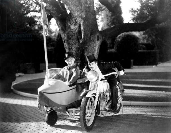 La Soupe au Canard: DUCK SOUP, Harpo Marx, Groucho Marx, 1933, motorcycle and sidecar