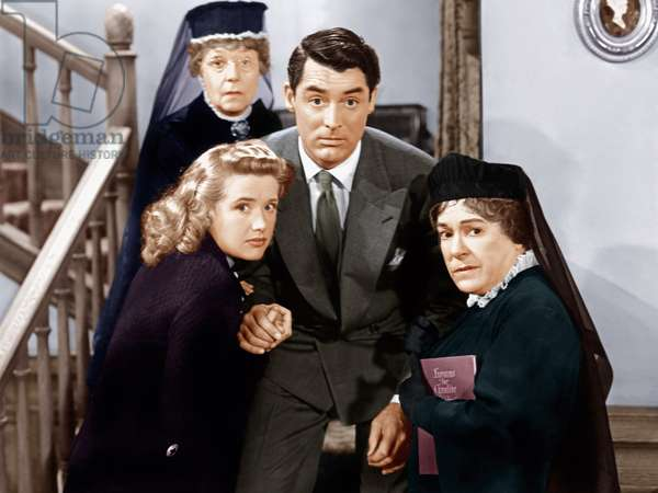 Arsenic and Old Lace directed by Frank Capra with, from left: Priscilla Lane, Jean Adair (back), Cary Grant, Josephine Hull, 1944 (photo)