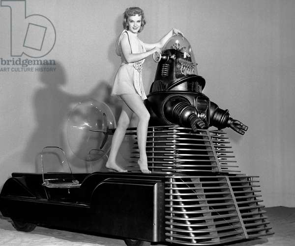 Planete interdite: FORBIDDEN PLANET, Anne Francis, Robby the Robot on set, 1956