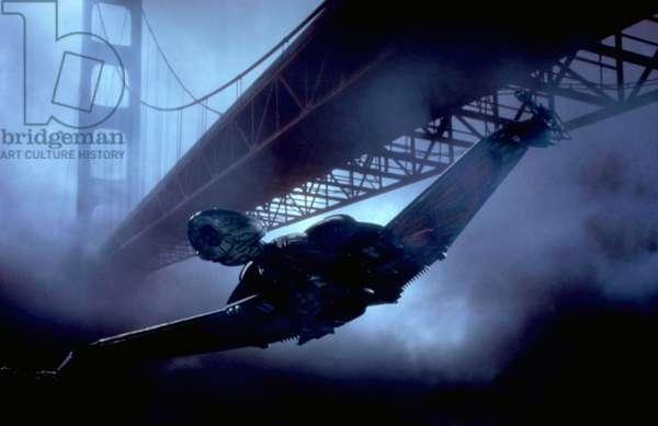 STAR TREK IV: THE VOYAGE HOME, Klingon Bird-of-Prey spaceship flying under Golden Gate Bridge, 1986. ©Paramount/courtesy Everett Collection