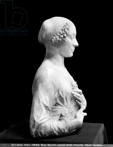 Lady with a bouquet  (marble)