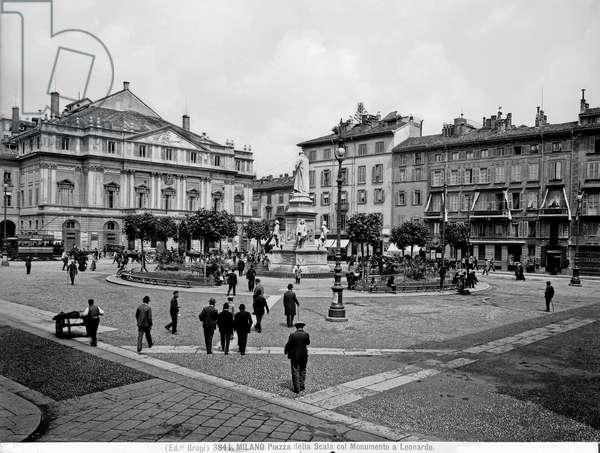 Piazza della Scala in Milan; the monument to Leonardo da Vinci can be glimpsed in the background