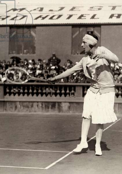 The tennis player Suzanne Lenglen during a match.