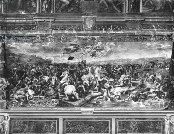 The battle of Constantine, from the Sala di Costantino, Raphael Rooms (fresco) (b/w photo) (see also 252778)