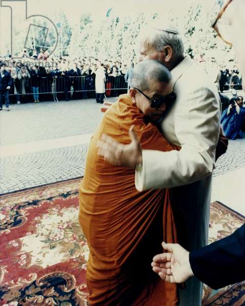 Pope John Paul II with the Dalai Lama (photo)