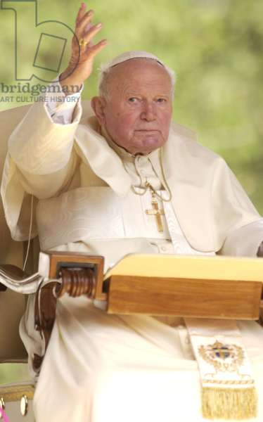 Pope John Paul II on holiday in Valle d'Aosta, 2004 (photo)