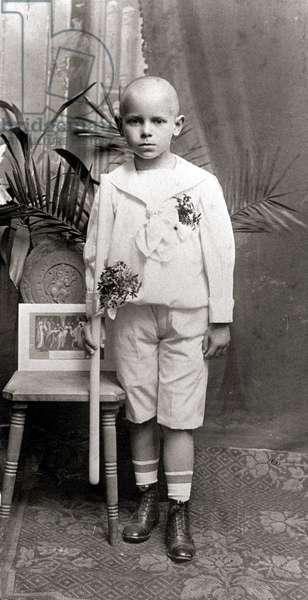 Karol Wojtyla, futur Pape Jean Paul II, le jour de sa première communion.© Morici/Farabolafoto/Leemage