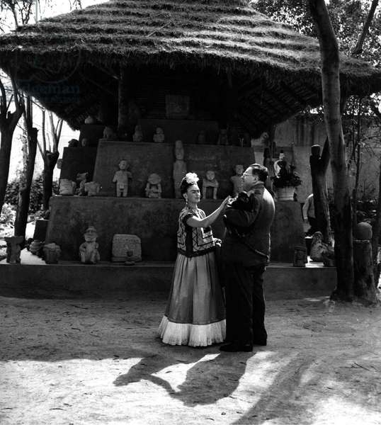 Mexican painters Frida Kahlo (1907-1954) and Diego Rivera (1886-1957) 1948 (b/w photo)