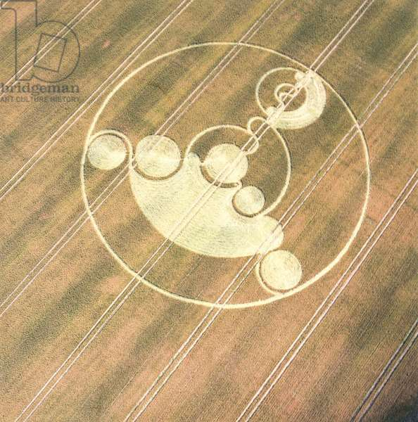 Crop circle in wheat field, Avebury Trusloe, Wiltshire, 22nd July 2001 (aerial photograph)