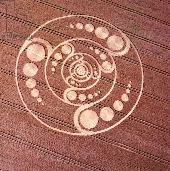 Crop circle in wheat field, Golden Ball Hill, Alton Priors, Vale of Pewsey, Wiltshire, 12th August 2001 (aerial photograph)