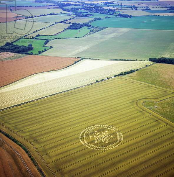 Crop circle in wheat field, Windmill Hill, Avebury Trusloe, Wiltshire, 18th July 2002 (aerial photograph)