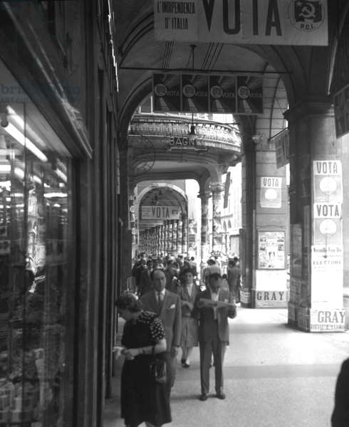 Bologna, 1953. Political elections of 1953, election posters under the arcades
