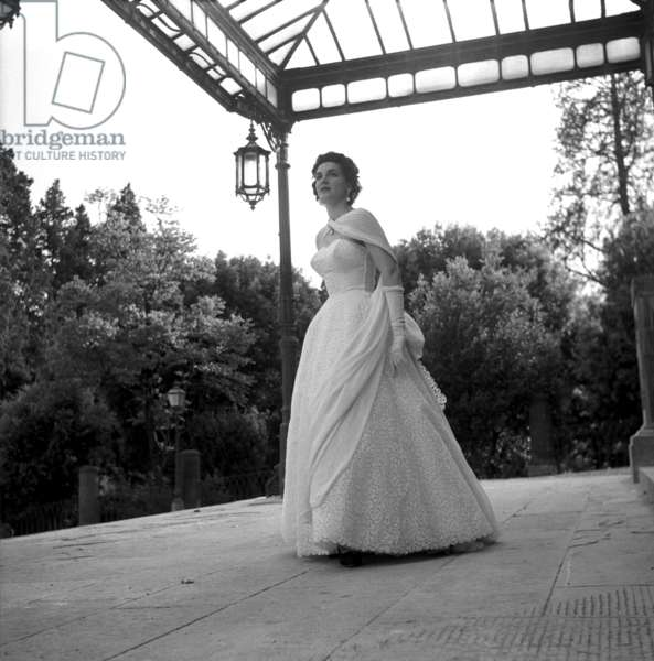 Antonelli wedding dress collection, Rome, Italy, 1954 (b/w photo)