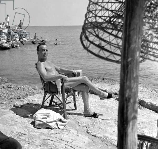 Fashionable. Capri, 1953. Fashion designer Emilio Schuberth at the sea