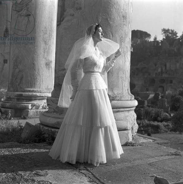 Fashion: Gasbarri wedding dress, Rome, Italy, 1953 (b/w photo)
