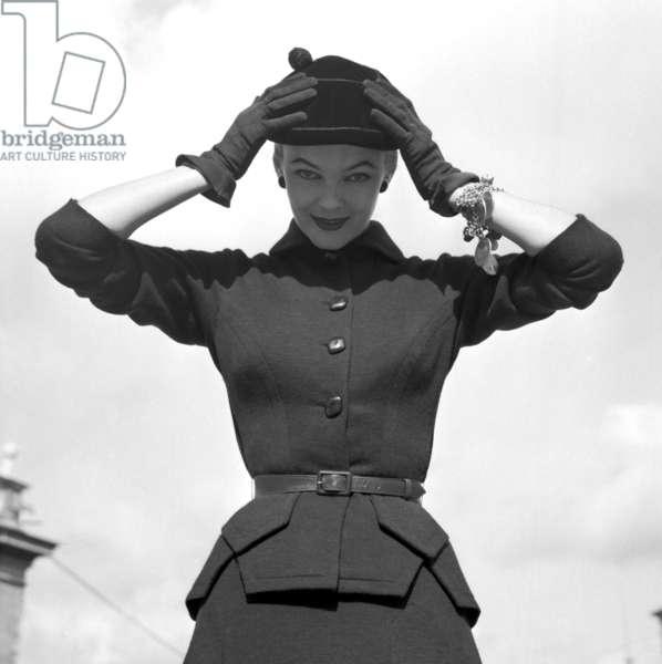 Fashion: Sorelle Fontana Autumn/Winter collection, Rome, Italy, 1952 (b/w photo)