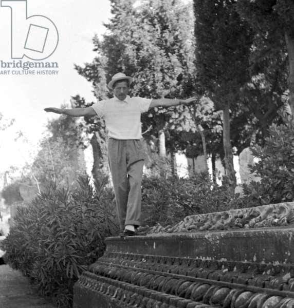Pozzuoli, Naples, 1952. American actor Denny Kay