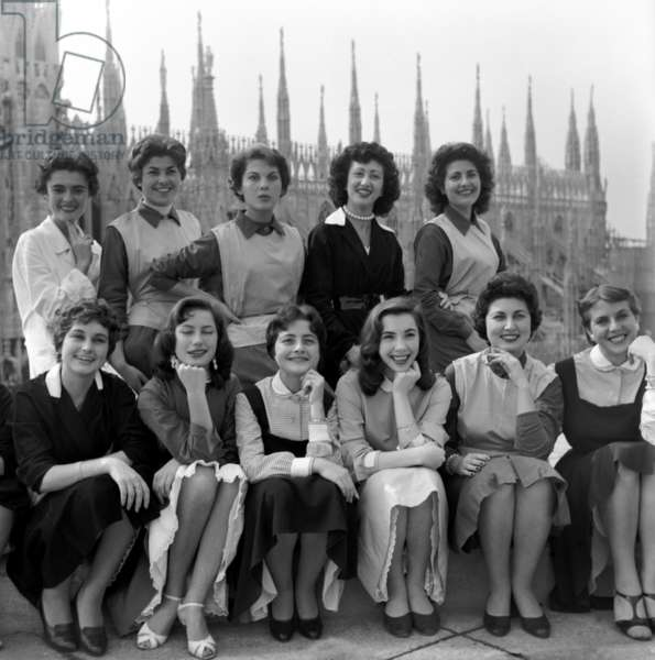 Milan, 1956. Le Ragazze di Milano, a service created for Epoca for the series Le Ragazze d'Italia. Group on a roof with the Duomo in the background.