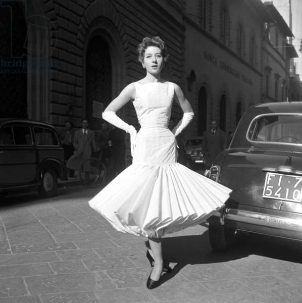 Fashion: Roberto Capucci evening collection, Fashion, Florence, Italy, 1955 (b/w photo)