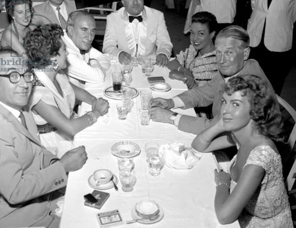 Forte dei Marmi, 1959. Maurice Chevalier at the restaurant with Franceschi, owner of the Capannina, on the occasion of the Viareggio Prize
