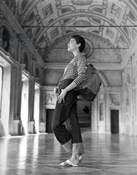 Mantua, 1955. Model Harriette Jones at Palazzo Ducale