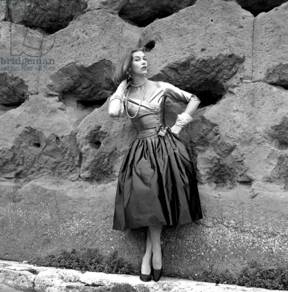 Fashion: Fernanda Gattinoni collection, Rome, Italy, 1954 (b/w photo)