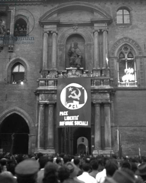 Bologna, 1953. Political elections of 1953, Communist Party meeting in Piazza Grande