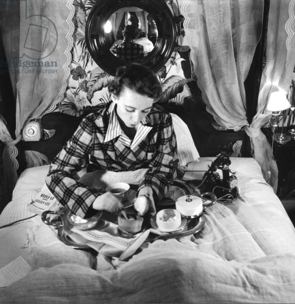 """Fashionable. Paris, 1952. Model Sophie Malga' eating breakfast. Reportage published in L'Europeo under the title """"The day of a mannequin"""""""