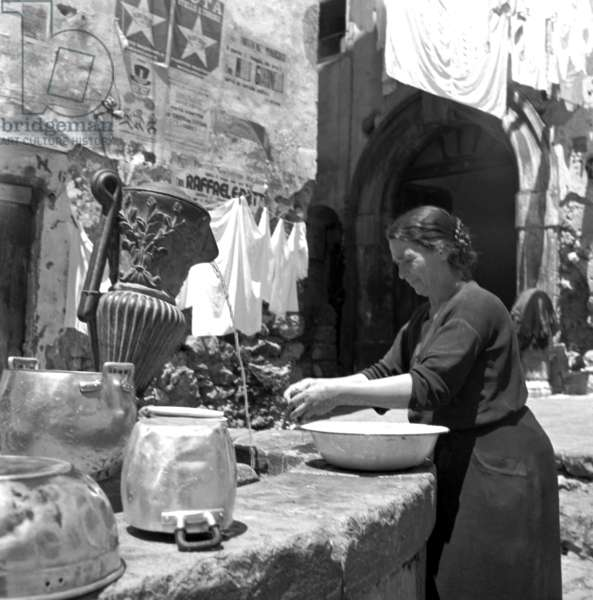 Salerno, 1952. At the fountain