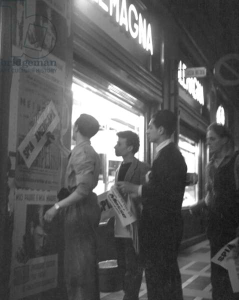 Milan, 1953. Political elections of 1953, Attacking of posters in Piazza Duomo