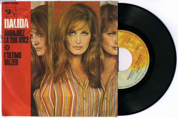 """Variety: cover of a 45-laps disc by Yolanda Gigliotti or Dalida (1933-1987) with the songs """""""" Aranjuez la Tua Voce """""""" and """""""" L'ultimo valzer """""""", 1967. The disc cover must be published in its entirety."""