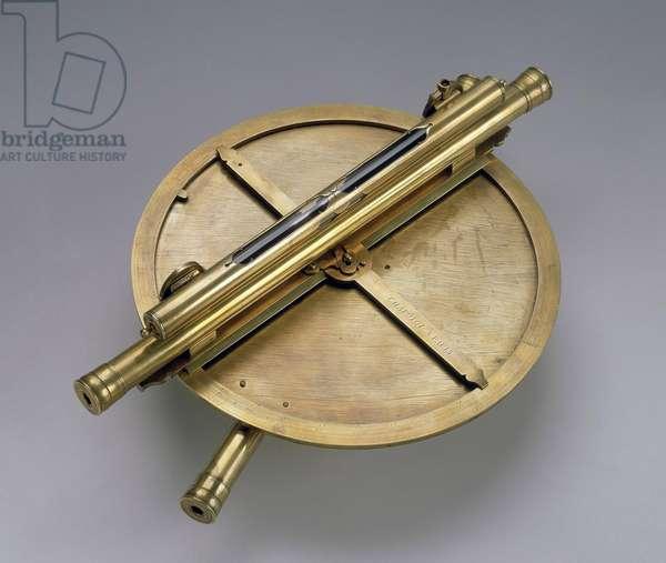 Astrolabe realise par Louis Chapotot (1670-1700) 18e Laiton grave Diam. 39 H 14 cm Saint Petersbourg. Musee de l'Ermitage