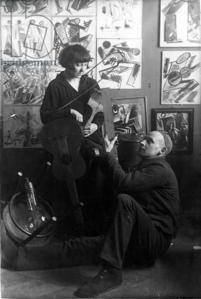 First Double Portrait of Varvara Stepanova (1894-1958) and Rodchenko (Alexandre Rodtchenko, 1891-1956) par Anonymous, 1921 - Photograph - Private Collection