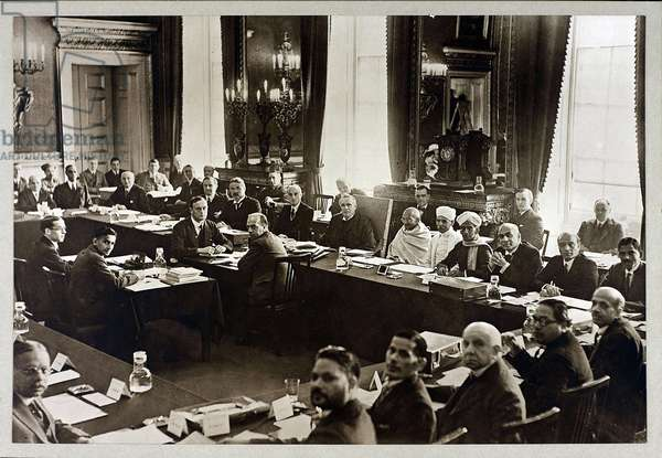 deuxieme conference de la Table ronde - Mahatma Gandhi - Second Round Table Conference in London, Anonymous. Silver Gelatin Photography, 1931, Private Collection