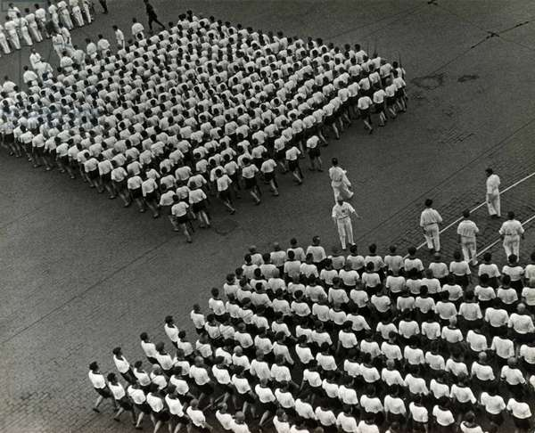 Parade of the Dynamo Sports Club, 1932-1935 (silver gelatin photograph)