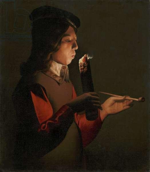 Un jeune garcon avec une pipe, souffle sur un brandon - A young boy with a pipe, blowing on a firebrand, by La Tour, Georges, de (1583-1652). Oil on canvas, 1645-1648. Fuji Art Museum, Tokyo