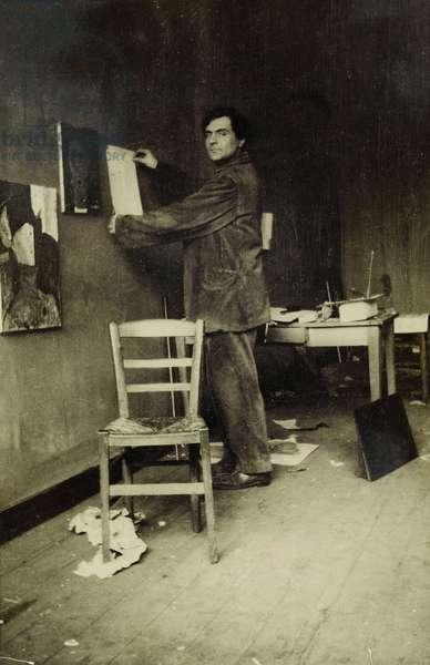 Amedeo Modigliani in his studio, c.1915 (b/w photo)