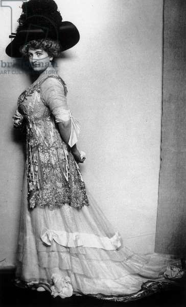 Alma Mahler (1879-1964) Austrian composer, wife of Gustav Mahler (1860-1911) ca 1908 (b/w photo)