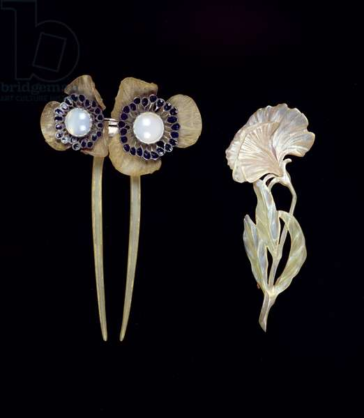 Brooch in the shape of a flower and Hair Comb in the shape of a poppy (mixed media) (see also 278732)